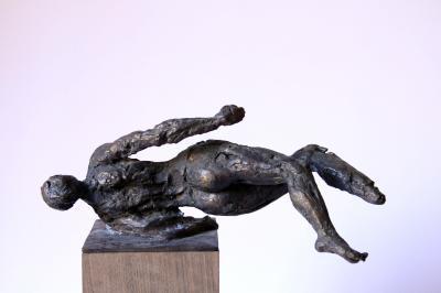 Falling woman 2, Bronze 1/5, 16x28x23 cm